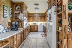 Mansions Prestigious horse facility with large ranch home