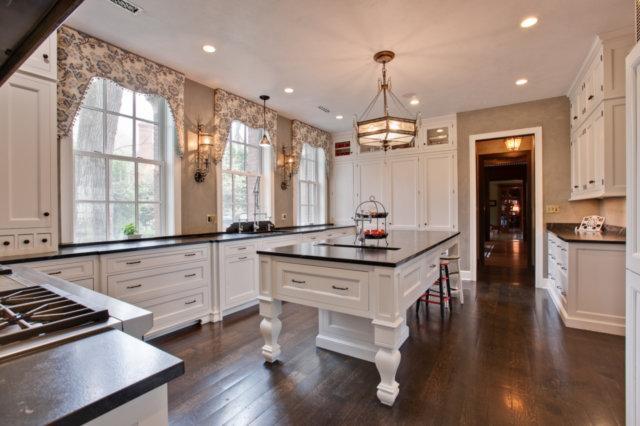 Luxury real estate Ellysloyd East Lake Forest Home