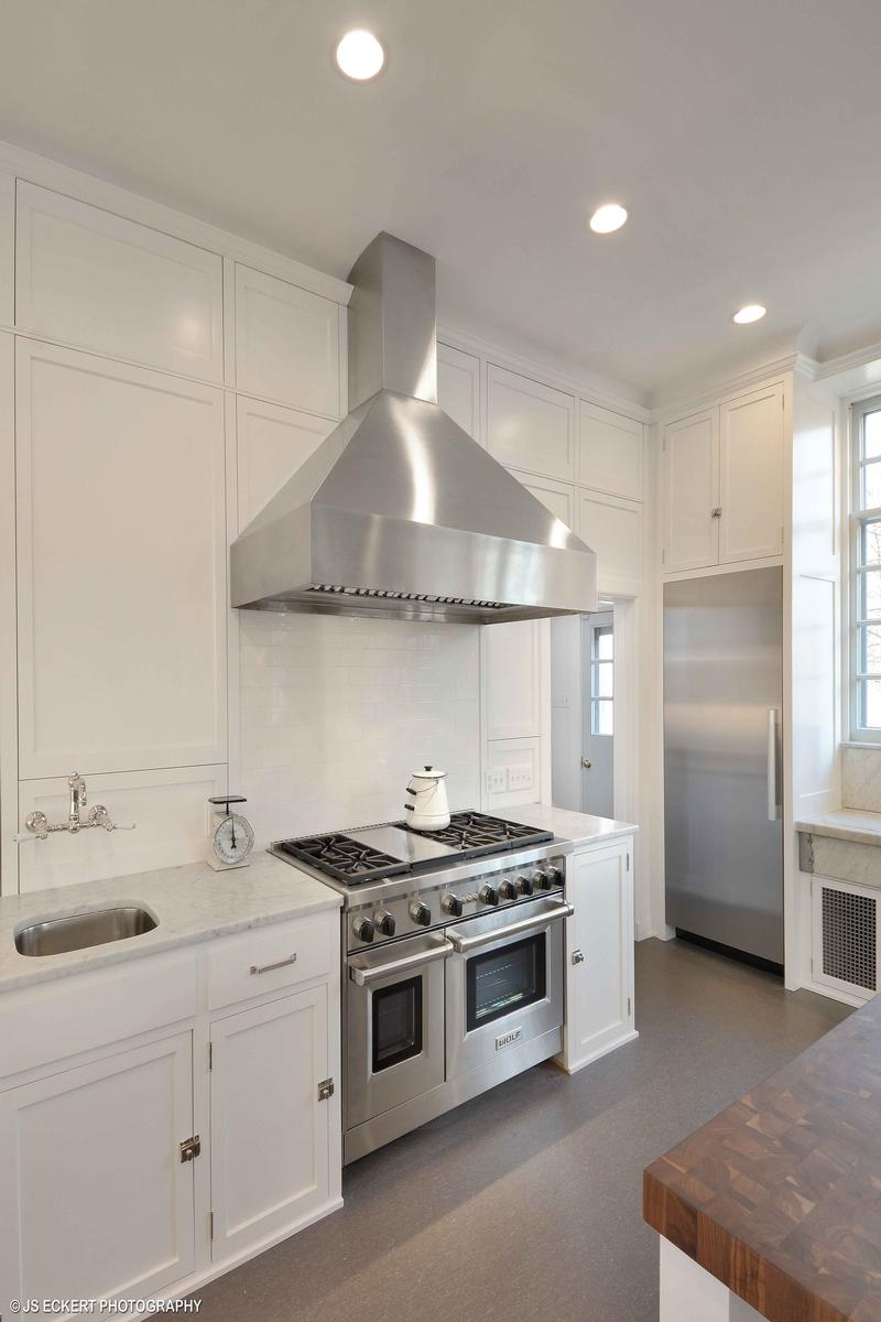 Luxury homes in David Adler Masterpiece