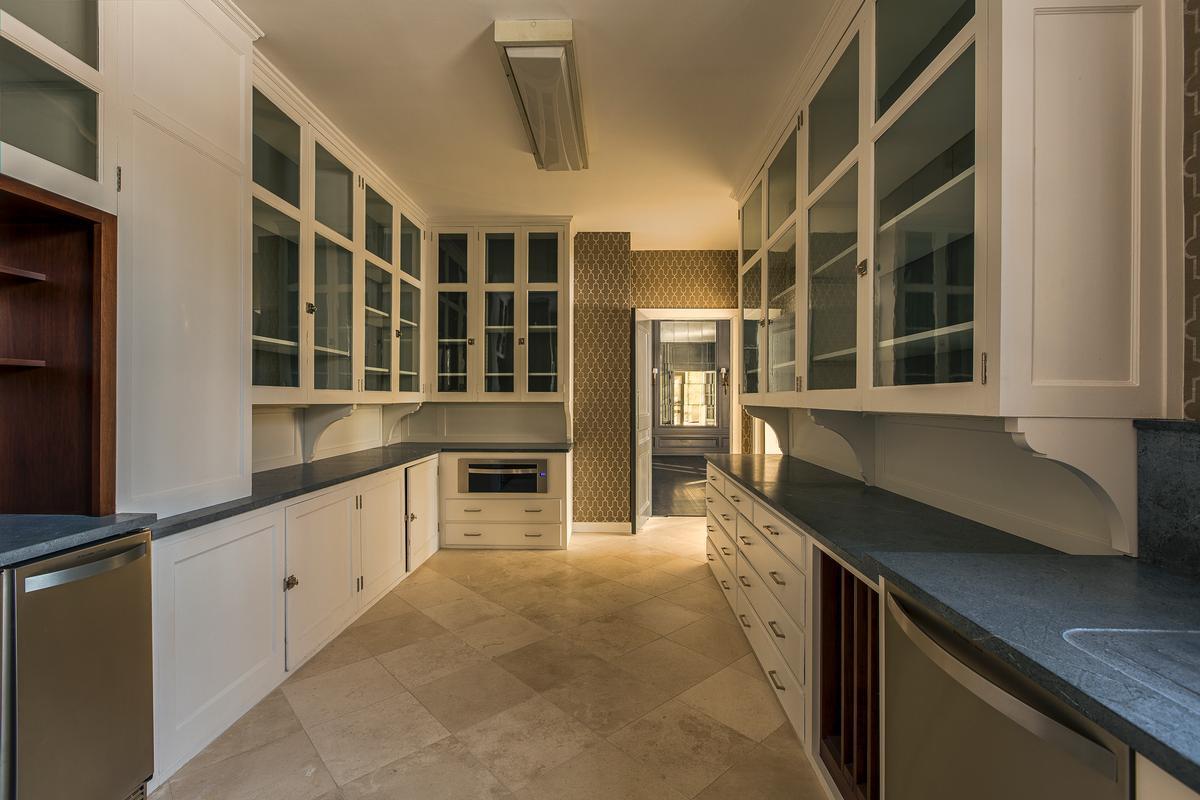 Luxury homes in Howard Van Doren Shaw Estate