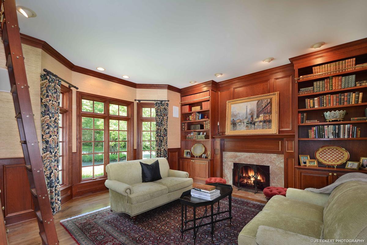 Elegant Lake Bluff Home luxury properties