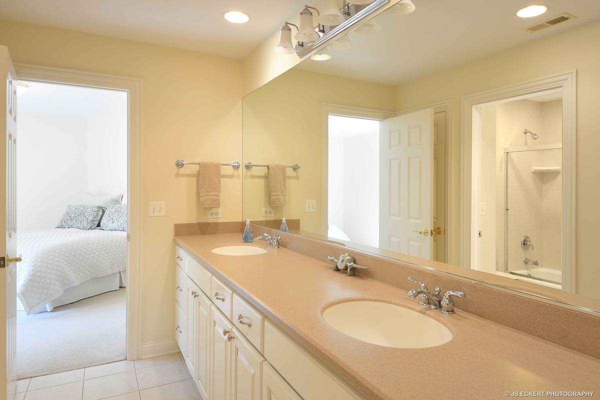Luxury real estate Elegant Lake Bluff Home