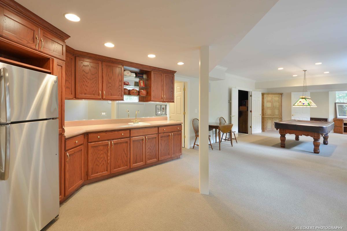 Luxury homes in Elegant Lake Bluff Home