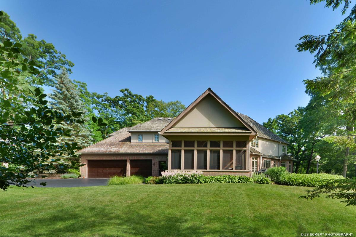 Luxury homes Elegant Lake Bluff Home