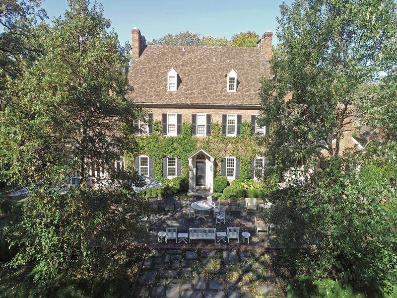 Luxury properties NOTEWORTHY LAKE FOREST Illinois RESIDENCE