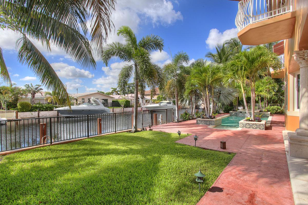 Luxury homes in Absolute Perfection in Lighthouse Point