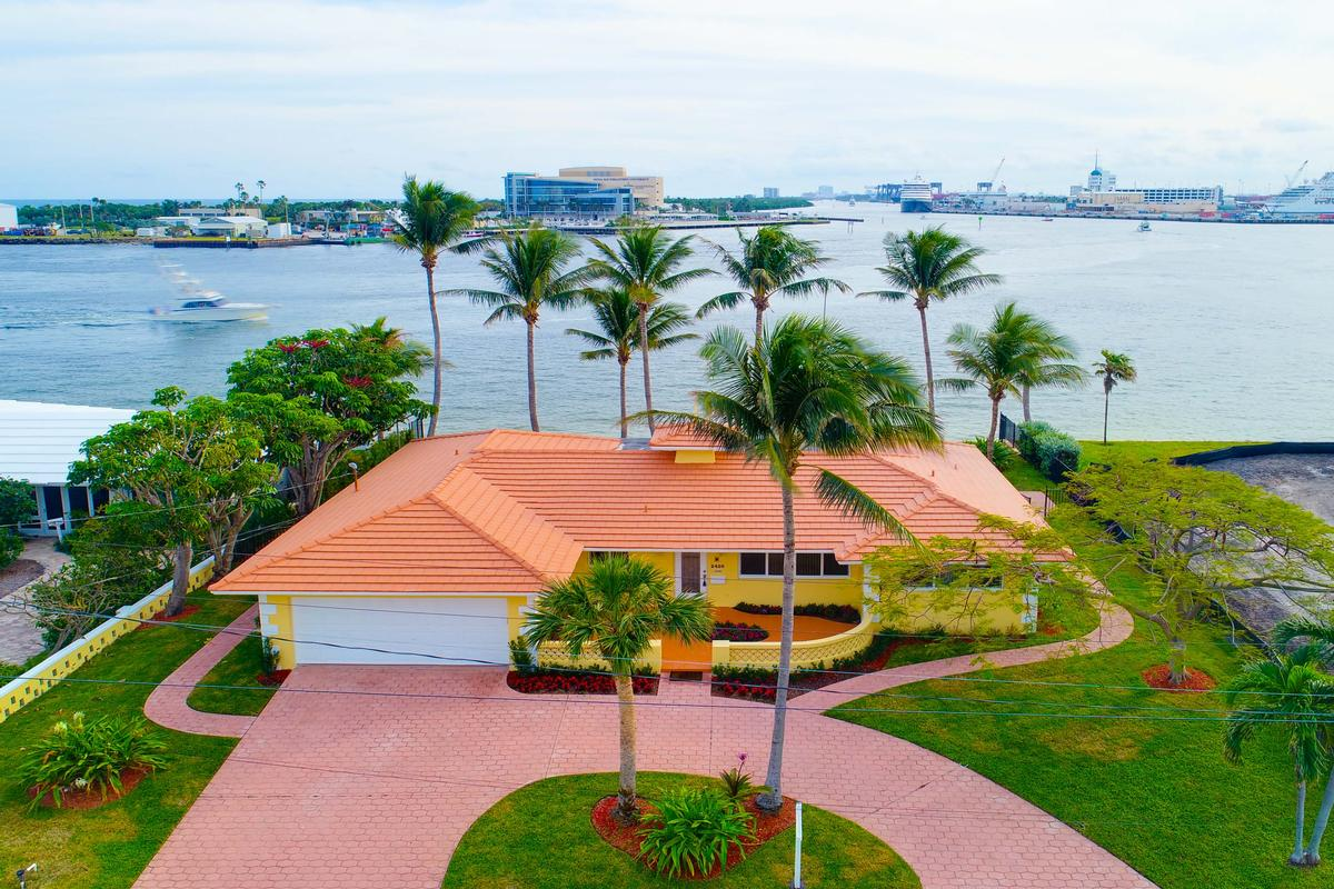 Luxury homes South Florida living at its finest