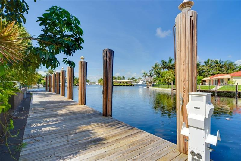 Beautiful home on Point Lot in Lighthouse Point luxury homes
