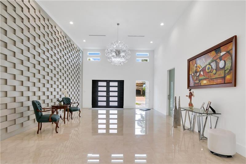 Luxury homes Beautiful Contemporary on intracoastal waterway