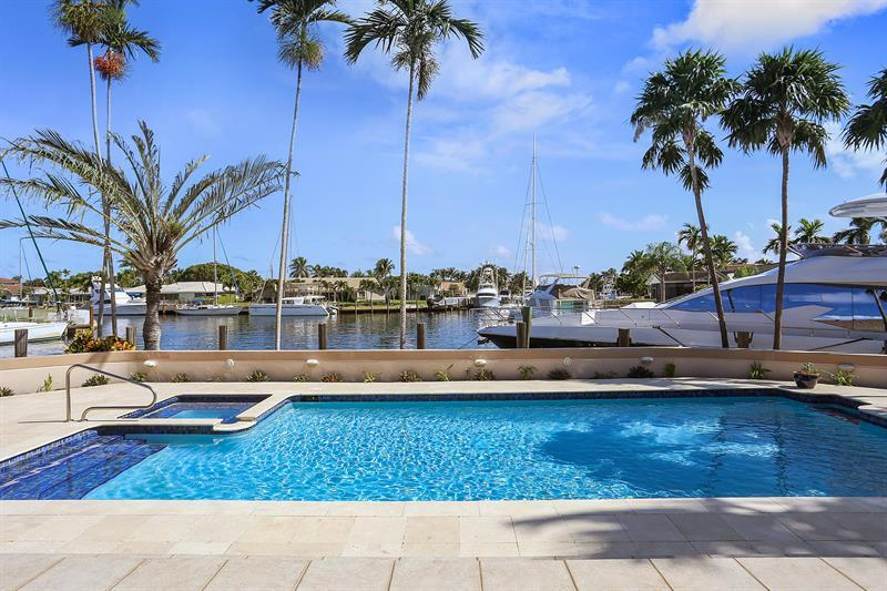BEAUTIFUL POINT LOT WATERFRONT HOME mansions