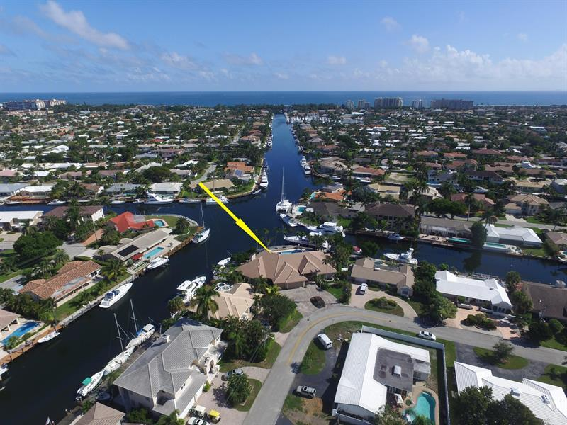 Luxury homes BEAUTIFUL POINT LOT WATERFRONT HOME