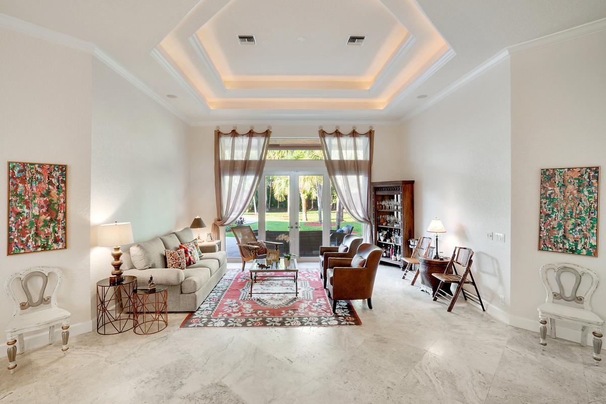 Luxury properties Stunning Coral Springs Beauty
