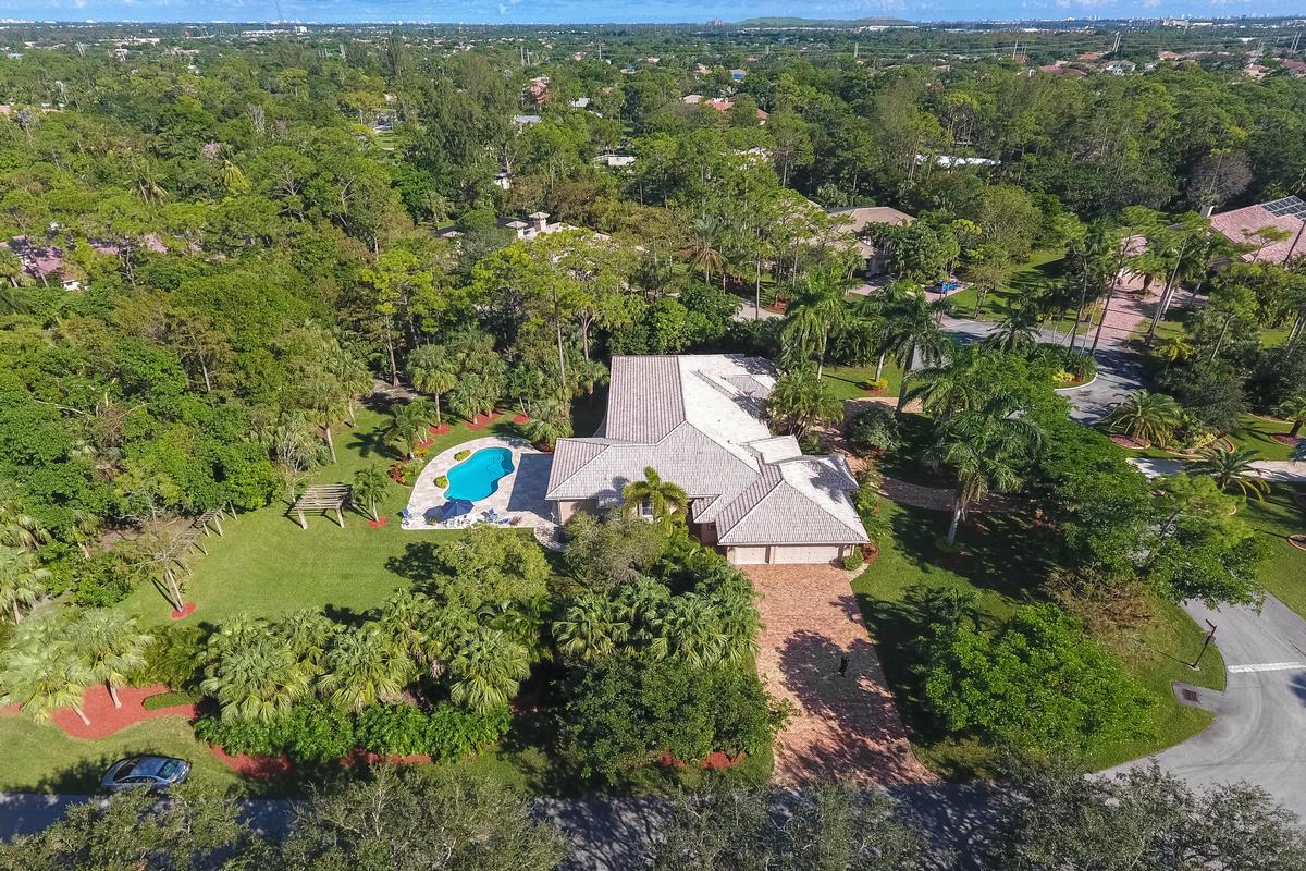 Stunning Coral Springs Beauty luxury homes