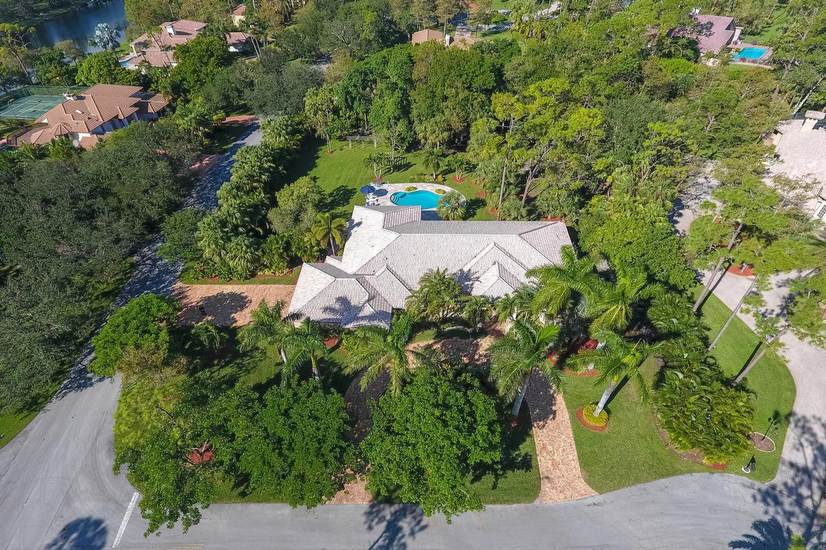 Luxury real estate Stunning Coral Springs Beauty