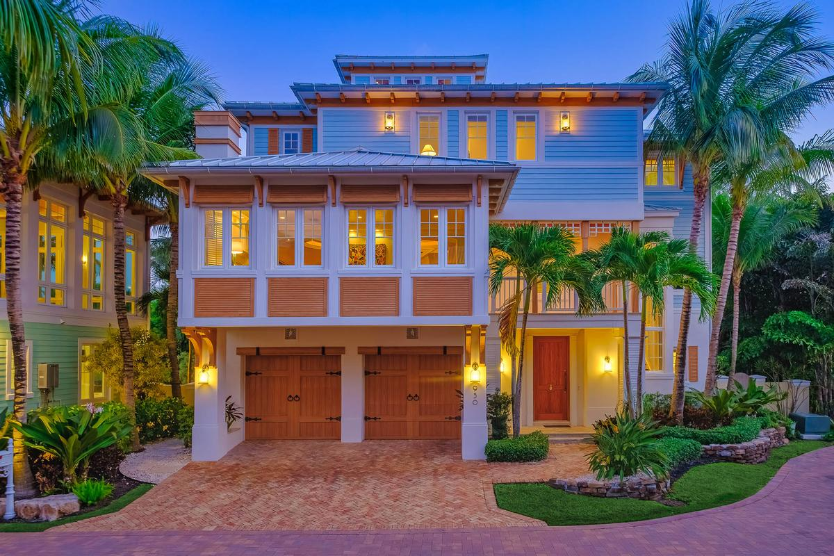 Mansions Key West style estate in Lago mar