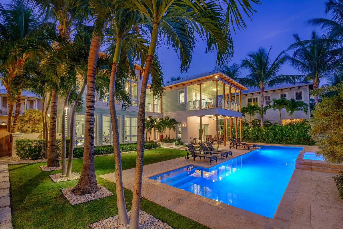Luxury homes in Key West style estate in Lago mar