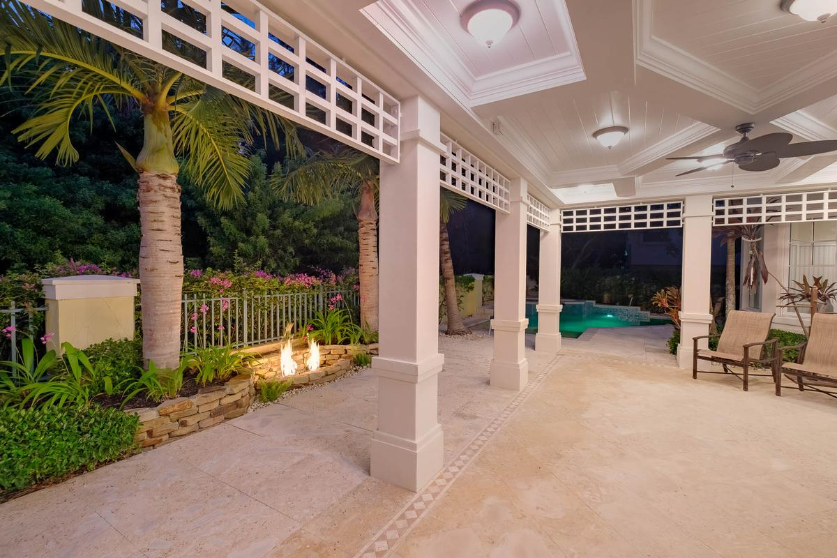 Mansions in Key West style estate in Lago mar
