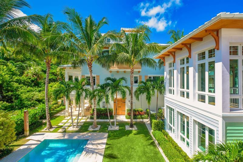 Luxury homes Key West style estate in Lago mar