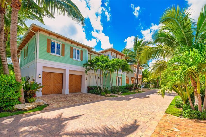 Luxury real estate Key West style estate in Lago mar