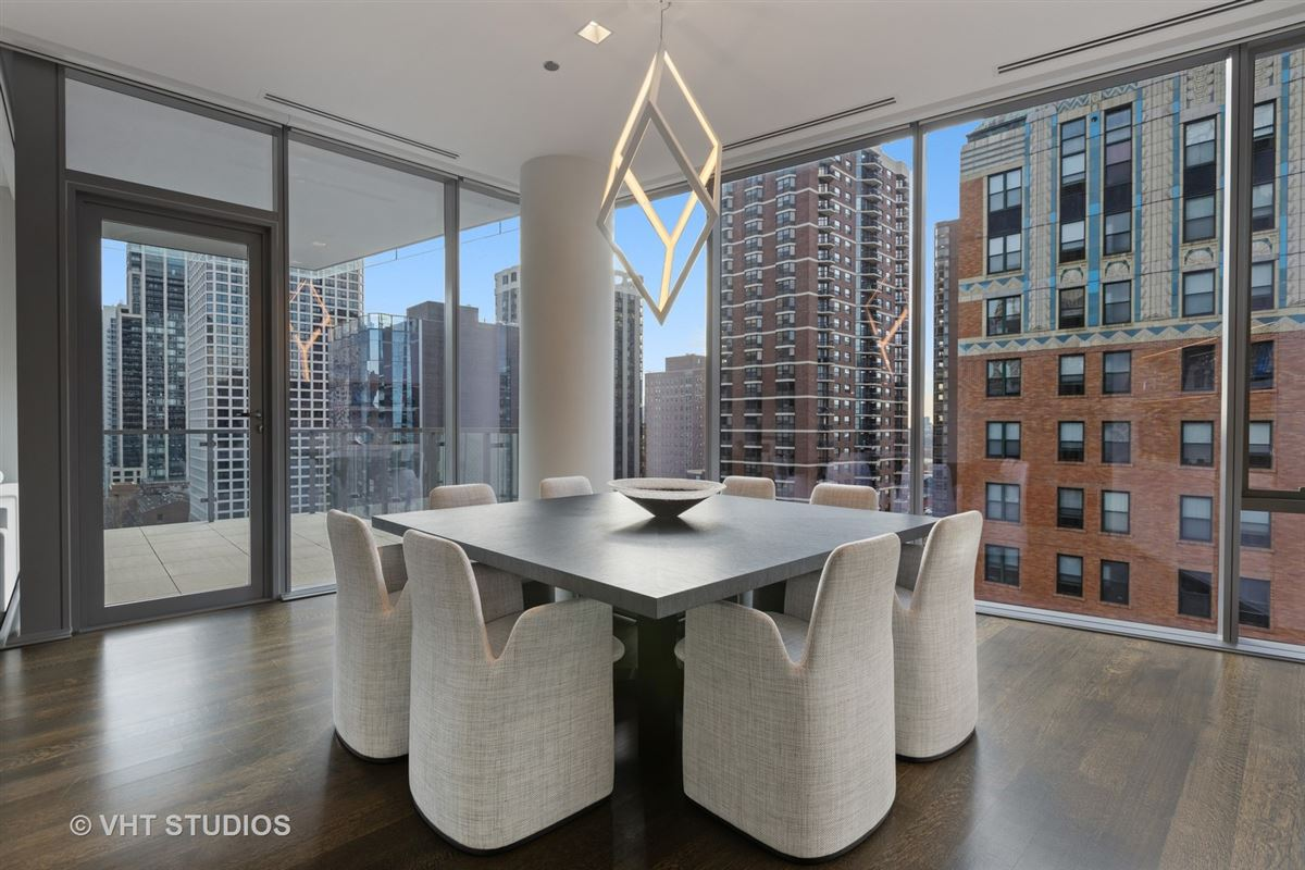 Mansions incredible unit in newer luxury building