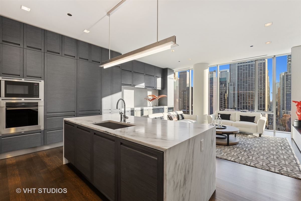 Mansions in incredible unit in newer luxury building