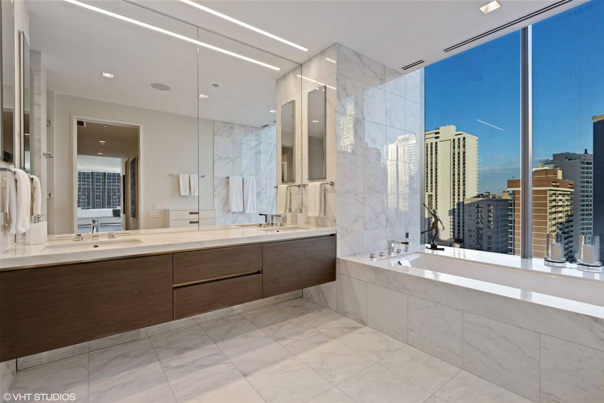 Luxury real estate incredible unit in newer luxury building