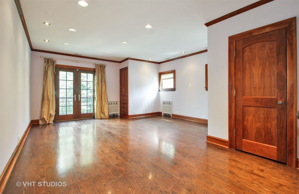 Luxury real estate a charming home in chicago