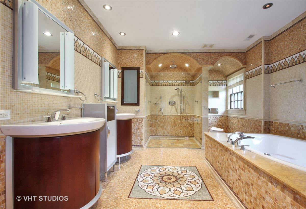a charming home in chicago luxury real estate