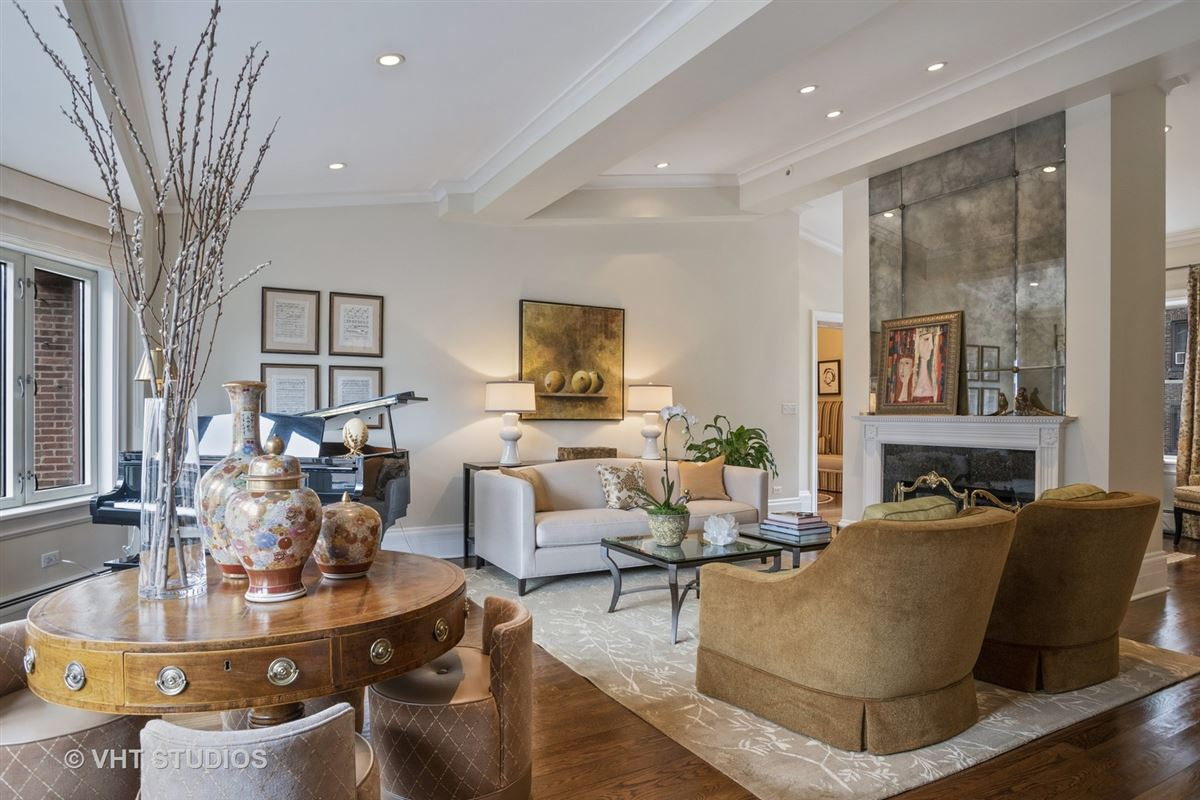Luxury homes Fabulous duplex penthouse in coveted Gold Coast location