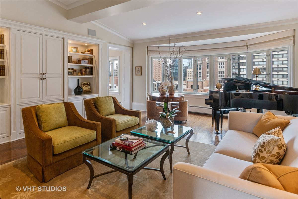 Fabulous duplex penthouse in coveted Gold Coast location luxury homes