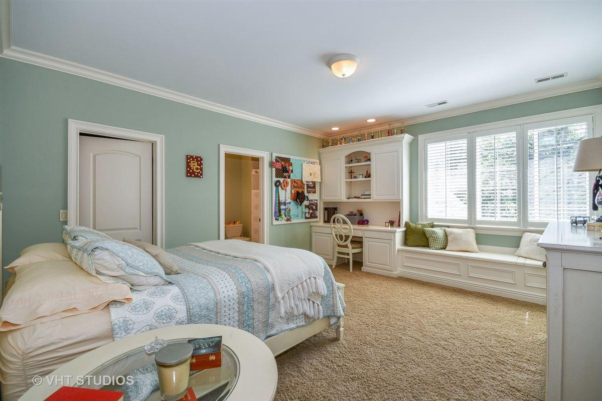 Luxury properties Gorgeous Hillside Manor Home