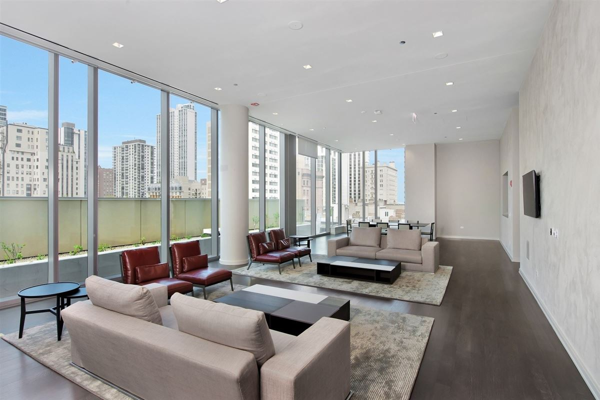Luxury real estate incredible luxury unit at 4 E Elm
