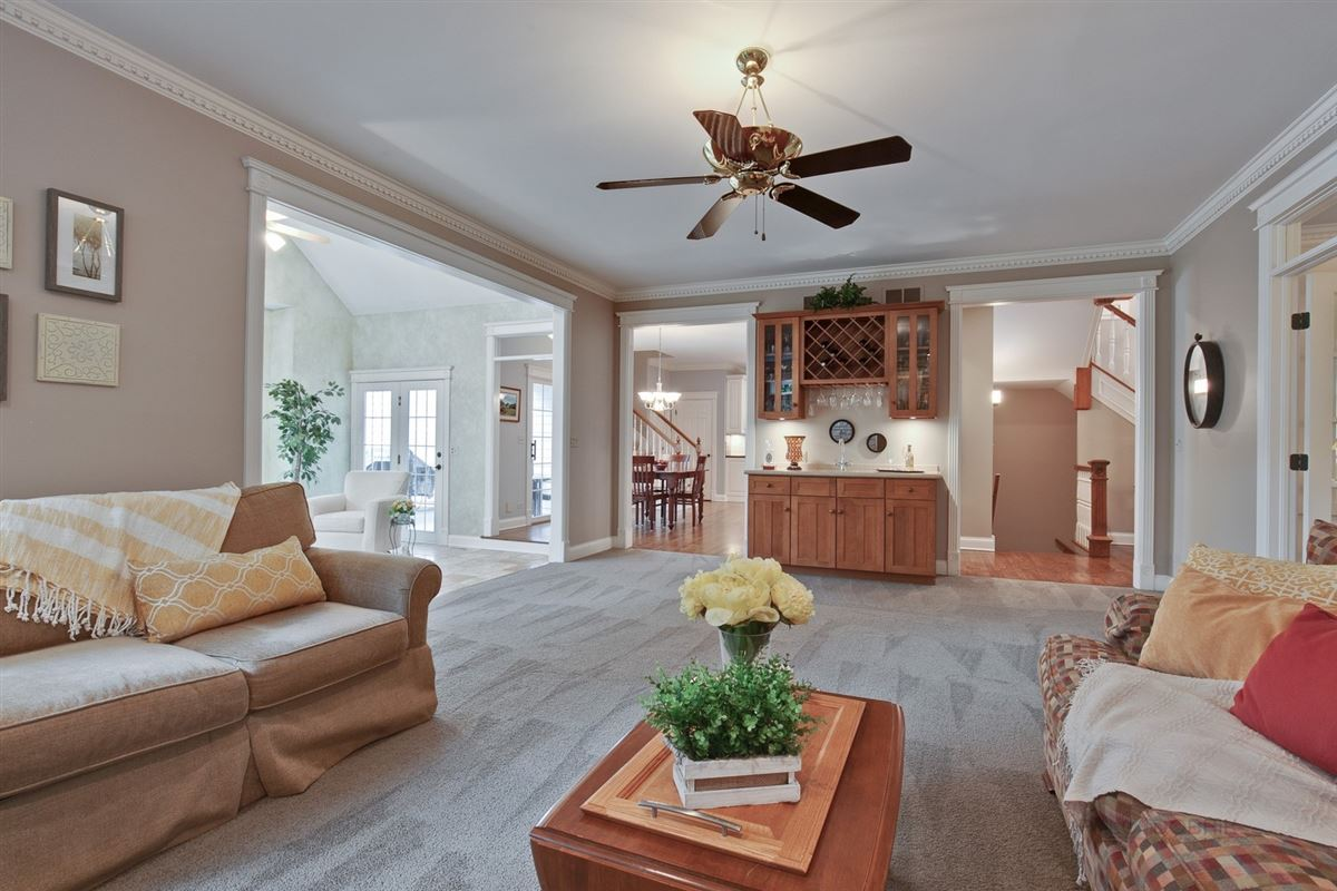 Luxury homes a Top location in town