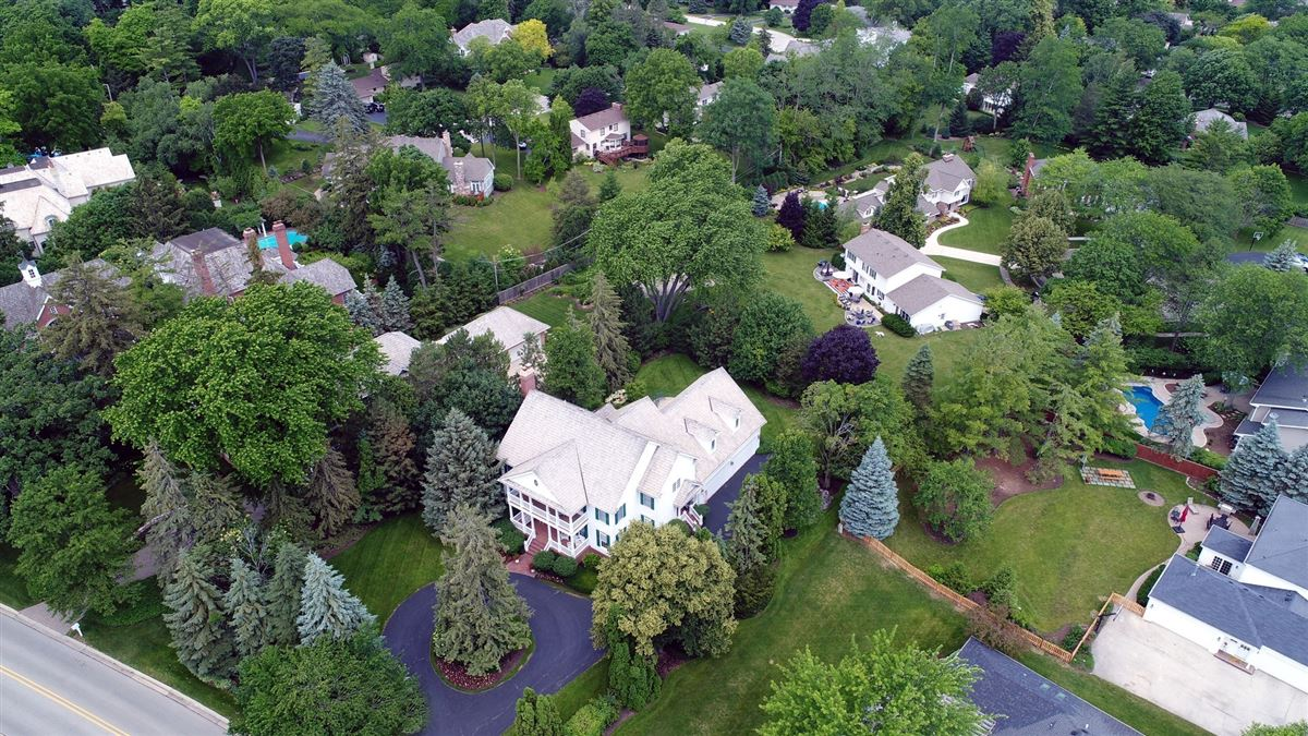 Luxury homes in a Top location in town