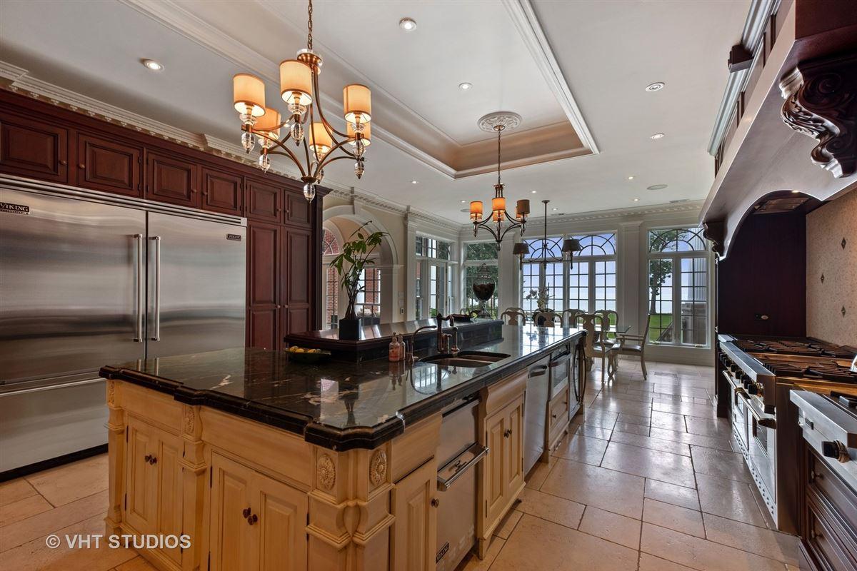 Spectacular lakefront estate luxury real estate