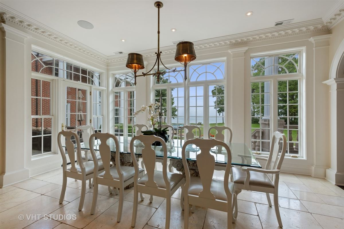 Spectacular lakefront estate luxury properties