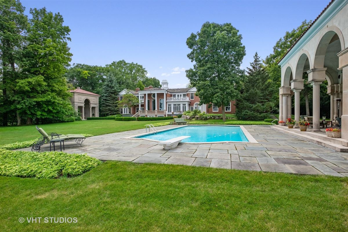 Mansions Spectacular lakefront estate