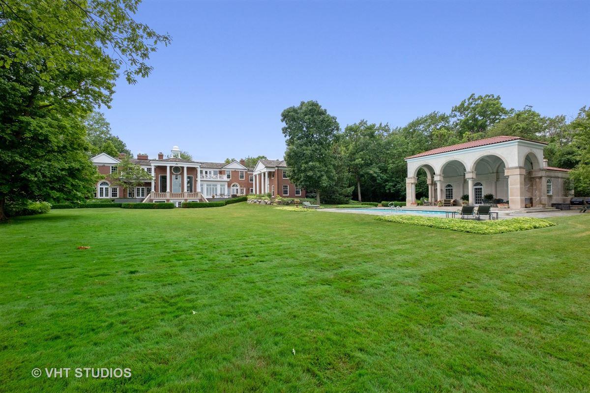 Spectacular lakefront estate mansions