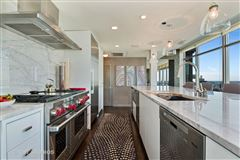Luxury homes in spectacular full-floor penthouse at the Pinnacle