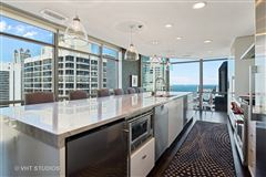 Mansions in spectacular full-floor penthouse at the Pinnacle