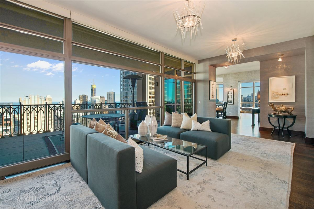 Luxury properties spectacular full-floor penthouse at the Pinnacle