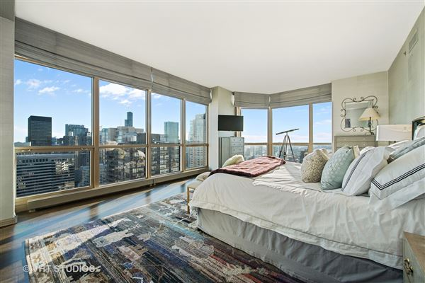 spectacular full-floor penthouse at the Pinnacle mansions