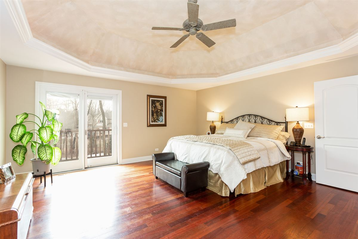 Mansions in gorgeous home in Picturesque setting on wooded cul-de-sac lot