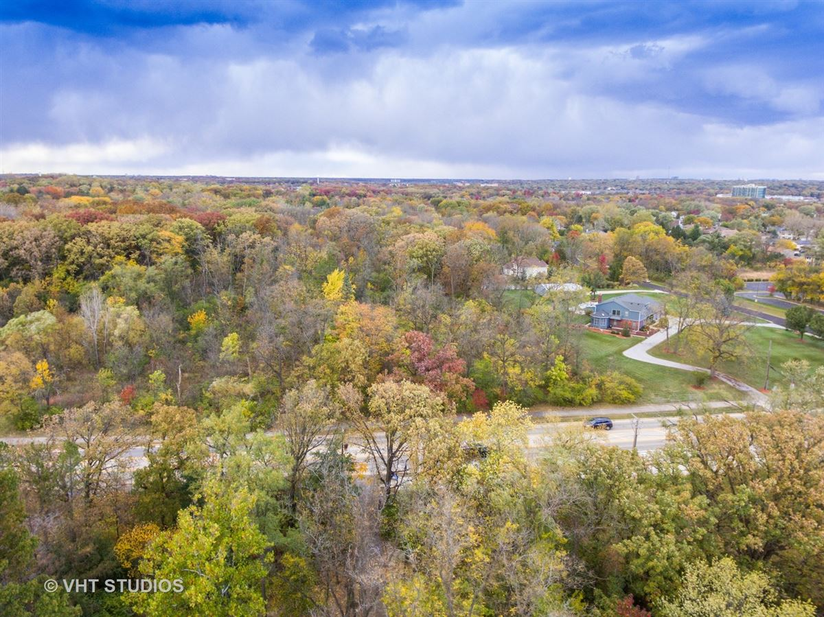 Luxury homes Magnificent Estate Home on gorgeous wooded parcel