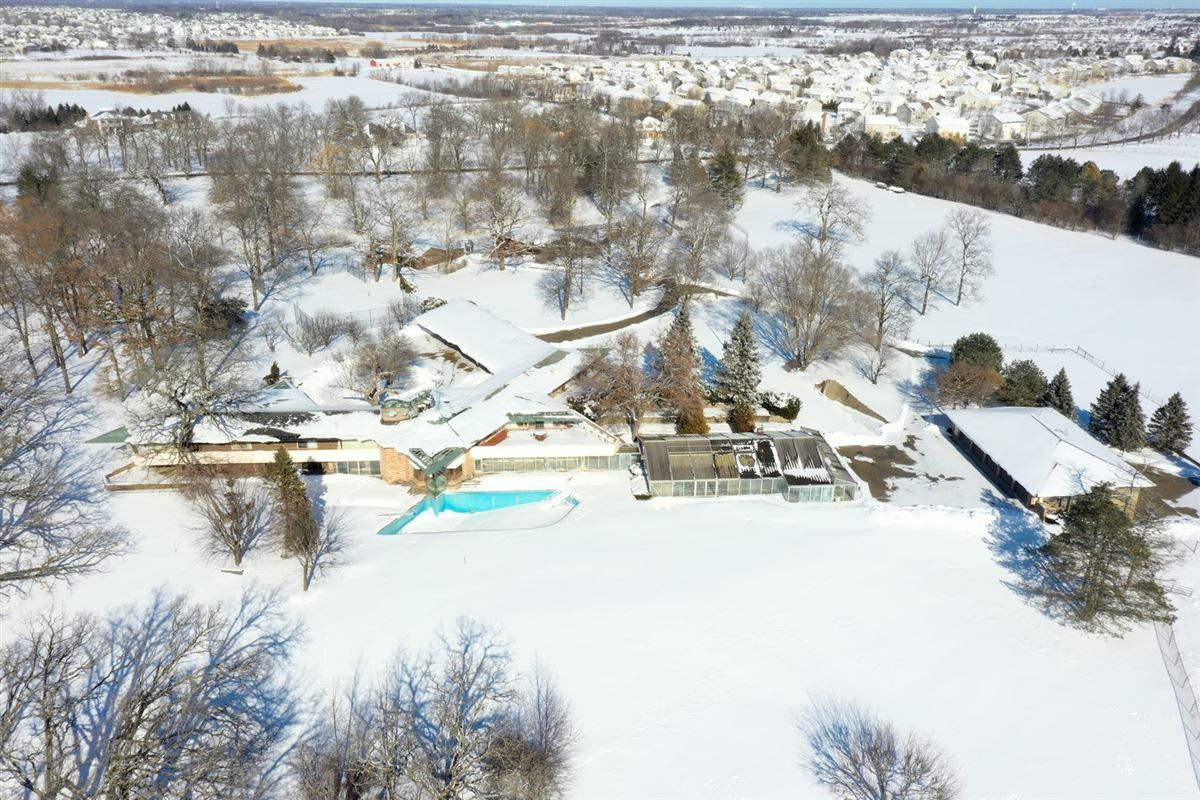 Luxury homes 30 acre country estate