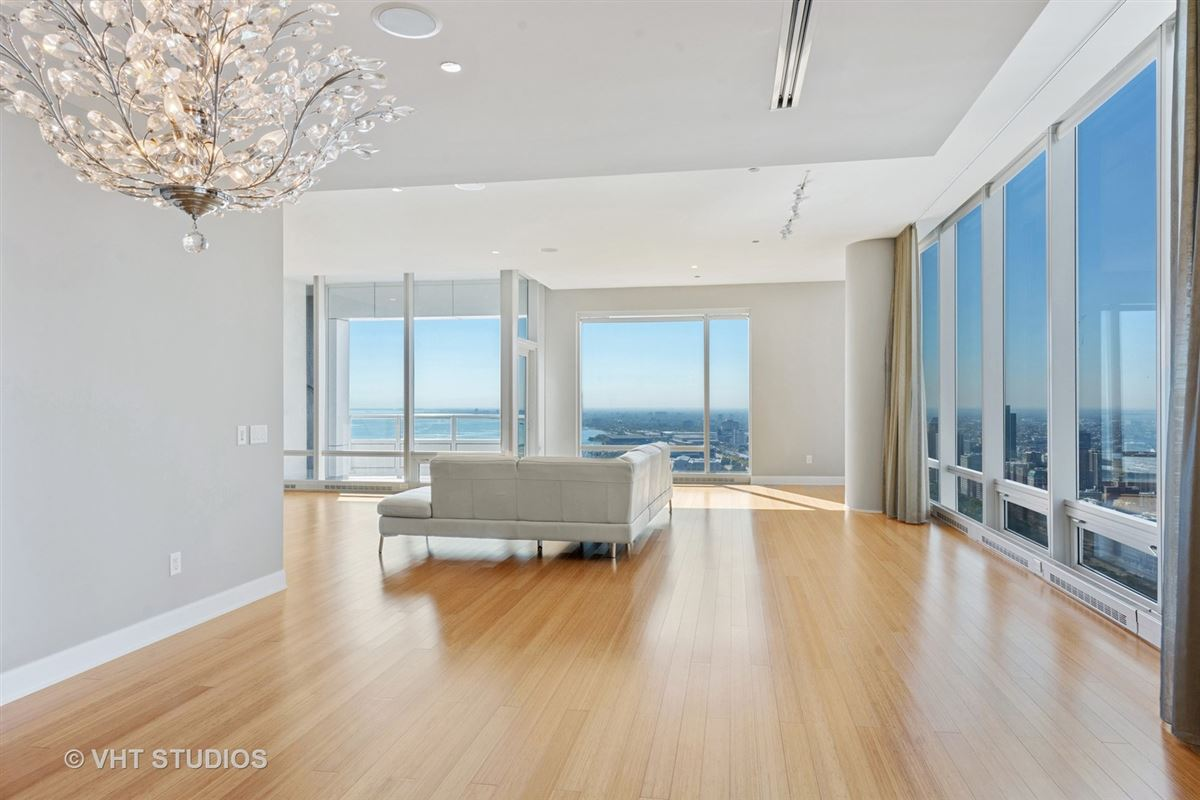 Mansions in Ultimate views from the ultimate address