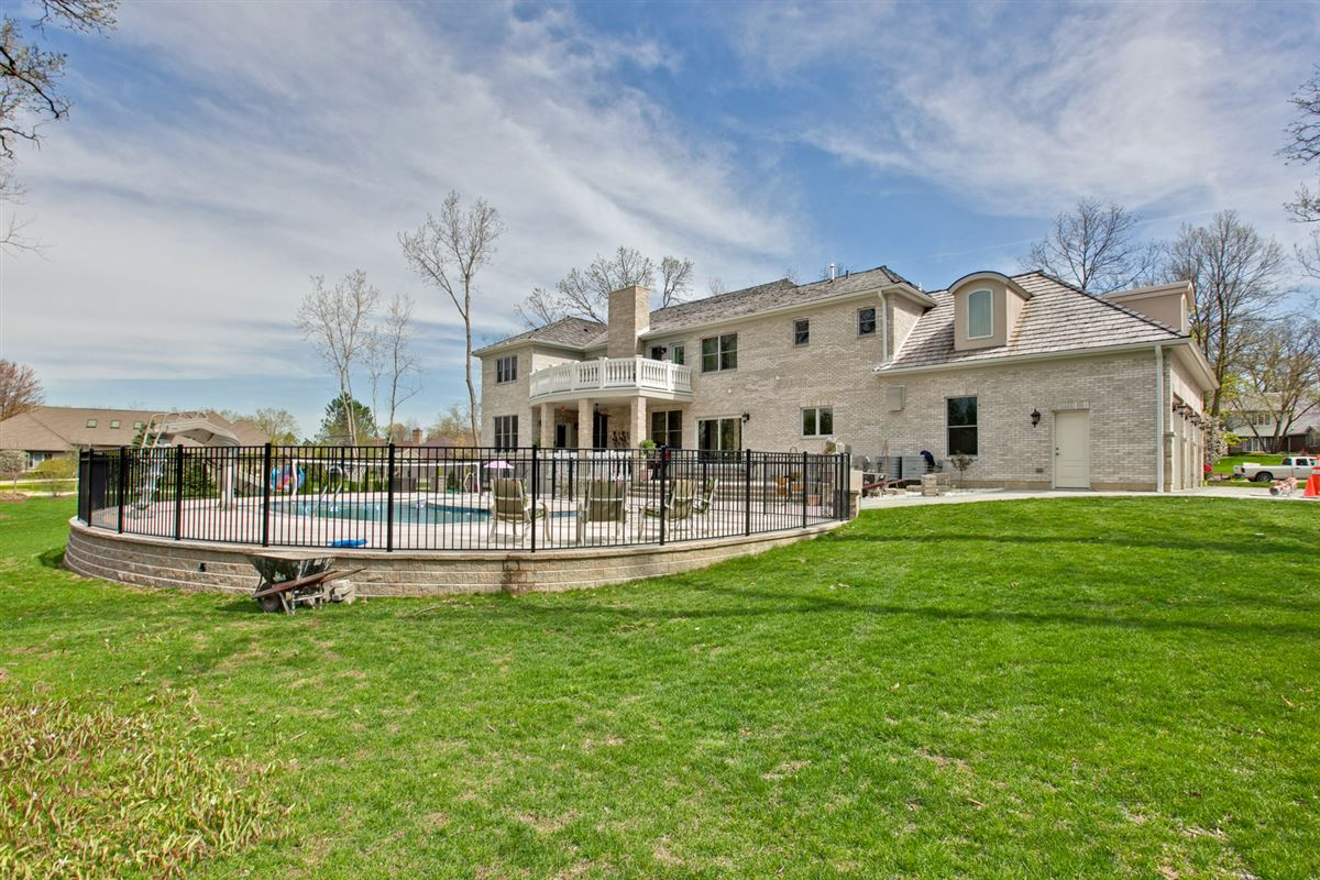 Mansions Prestigious Address with Super High-End Finishes