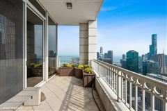Luxury homes in half-floor penthouse with exceptional views and extraordinary space