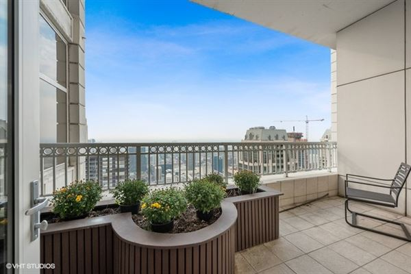 Luxury properties half-floor penthouse with exceptional views and extraordinary space
