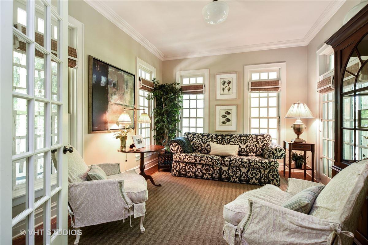Luxury properties Stunning Custom-Built home in Grayslake